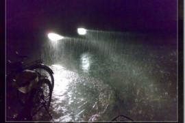 昨晚大雨、停电、秉烛夜读
